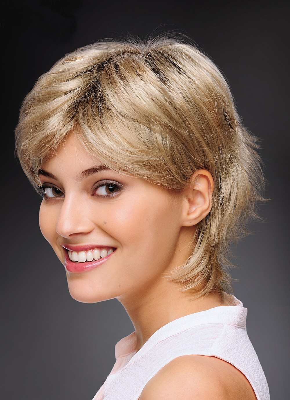 Fashionable Short Cut Blonde Synthetic Hair Ladies Wigs